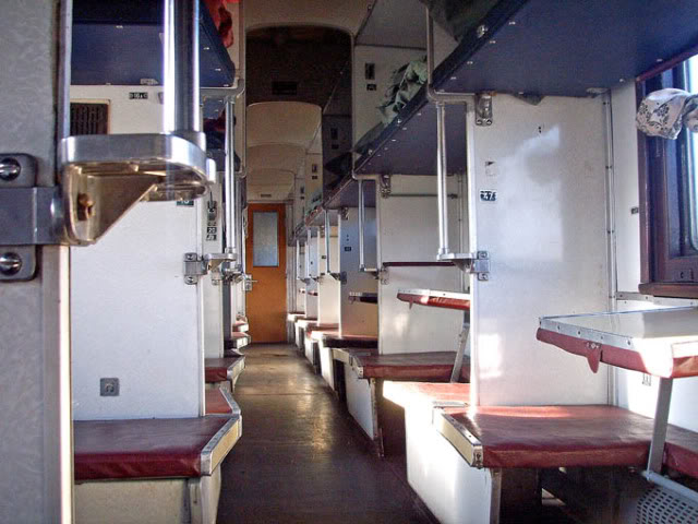 в) 2 - плацкартный вагон
